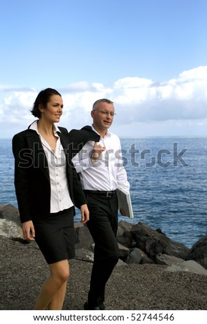 A man and a woman in front of the sea