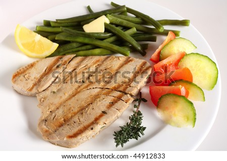 seared ginger tuna salad tuna pepper with cucumber grilled tuna and ...