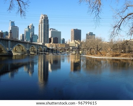 A picture of Minneapolis skyline in early spring