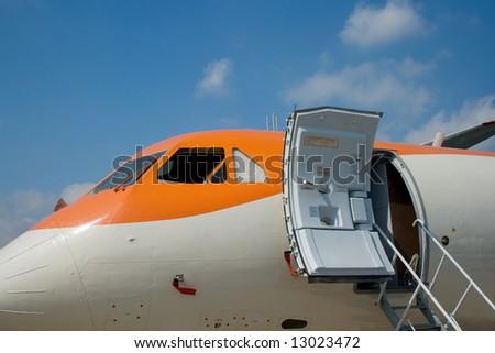 A plane side with an open door & Plane Door Banque d\u0027Image Libre de Droit Photos Vecteurs et ... Pezcame.Com