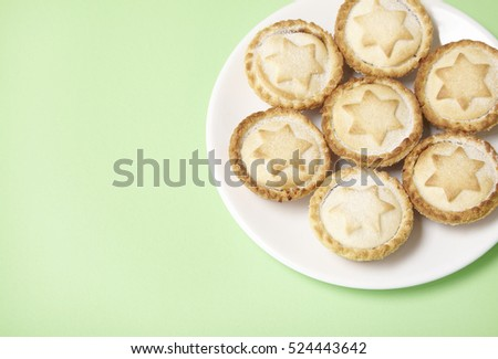 A plate full of freshly baked mince pies on a pastel green background with blank space & Plate Full Freshly Baked Mince Pies Stock Photo (Royalty Free ...