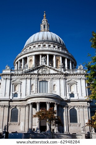 A portrait view of a St Pauls Cathedral in London