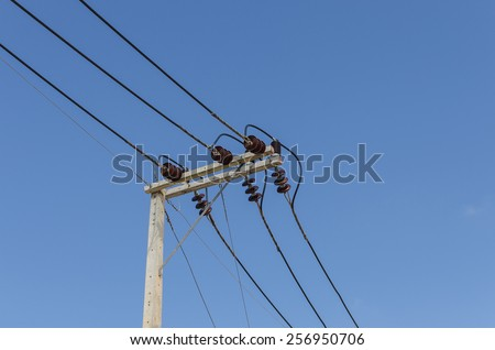 A power line on electricity post with blue sky