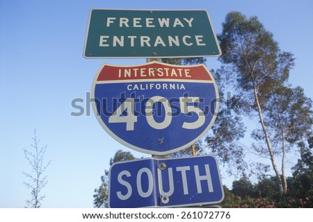 A sign for the 405 San Diego freeway entrance