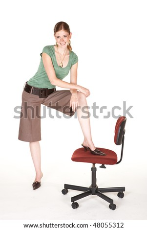 a tall smiling caucasian with brown trousers a short sleeved green top and gold - Office Chair For Short Person