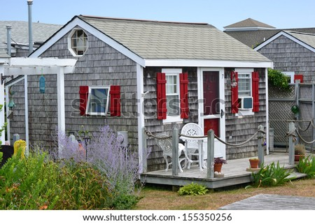 A traditional cottage in Cape Cod, Massachusetts - stock photo