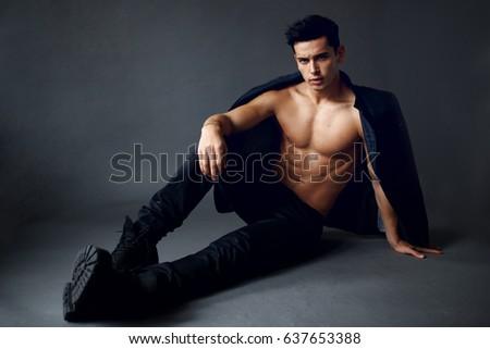 Brunette man naked — 12