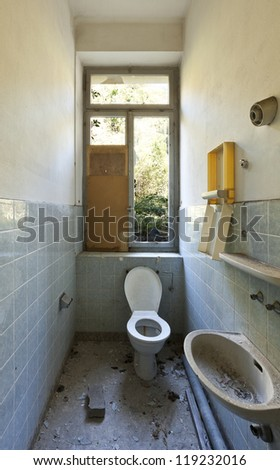 abandoned house, old toilet