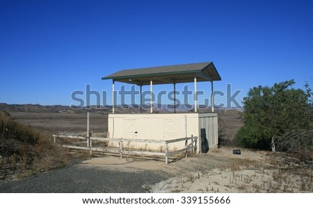 """Abandoned wooden structure, Lasky Mesa, California, former filming site used in """"Gone with the Wind"""" - stock photo"""