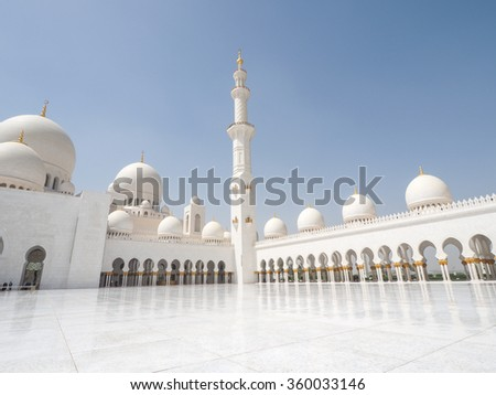 ABU DHABHI, UAE - JUN 8: View of the grand Sheikh Zayed mosque - Sheikh Zayed Mosque, Abu Dhabi, United Arab Emirates, photo was taken on 8-Jun-2015