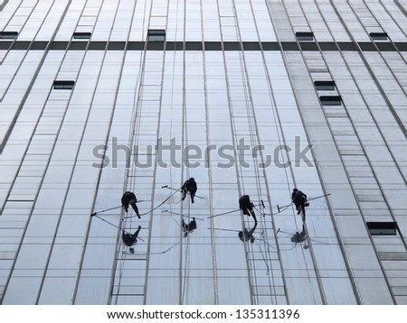 acrobatic window cleaning