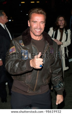 Actor ARNOLD SCHWARZENEGGER at the Los Angeles premiere of his new movie The 6th Day. 13NOV2000.   Paul Smith / Featureflash