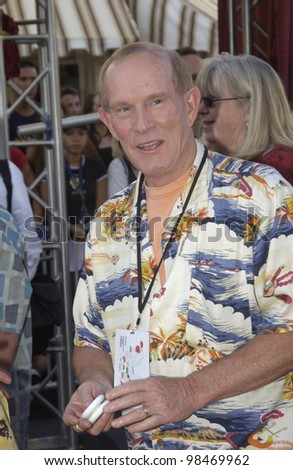 Actor/comedian TOM SMOTHERS at the world premiere of Pirates of the Caribbean: The Curse of the Black Pearl, at Disneyland, California. June 28, 2003  Paul Smith / Featureflash