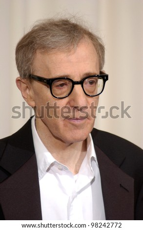 Actor/director WOODY ALLEN at the 74th Annual Academy Awards in Hollywood. 24MARR2002.   Paul Smith / Featureflash - stock photo