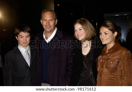 Actor KEVIN COSTNER & children at the Los Angeles premiere of his new movie Dragonfly. 18FEB2002.  Paul Smith/Featureflash