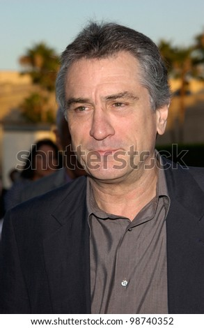 Actor ROBERT DE NIRO at the Los Angeles premiere of his new movie The Score, at Paramount Studios, Hollywood. 09JUL2001.  Paul Smith/Featureflash - stock photo
