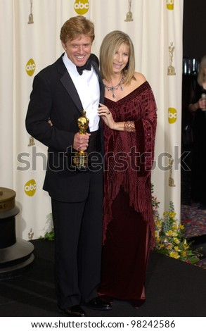 Actress/director BARBRA STREISAND & actor ROBERT REDFORD at the 74th Annual Academy Awards in Hollywood. 24MARR2002.   Paul Smith / Featureflash