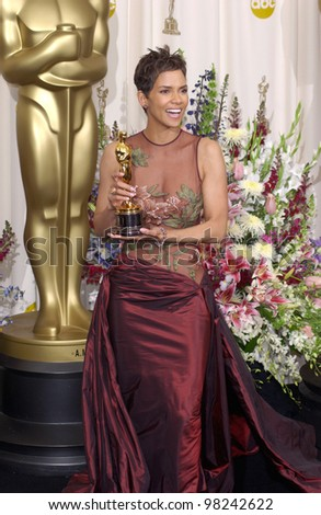 Actress HALLE BERRY at the 74th Annual Academy Awards in Hollywood. 24MARR2002.   Paul Smith / Featureflash - stock photo