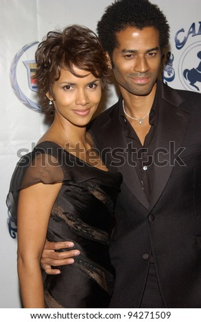 Actress HALLE BERRY & singer husband ERIC BENET at the 15th Carousel of Hope Ball at the Beverly Hilton Hotel, Beverly Hills. 15OCT2002.   Paul Smith / Featureflash - stock photo