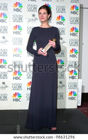 Actress JULIA ROBERTS at the 2001 Golden Globe Awards at the Beverly Hilton Hotel. 21JAN2001.   Paul Smith/Featureflash - stock photo