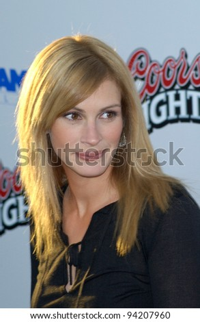 Actress JULIA ROBERTS at the Los Angeles premiere of her new movie Full Frontal. 23JUL2002  Paul Smith / Featureflash - stock photo
