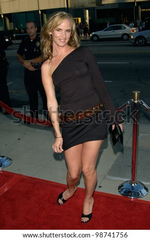 Actress JULIETTE LEWIS at the the Los Angeles premiere of Captain Corelli's Mandolin. 13AUG2001.   Paul Smith/Featureflash