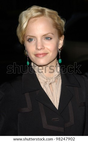 Actress MENA SUVARI at the world premiere, in Beverly Hills, of Serving Sara. 20AUG2002   Paul Smith / Featureflash