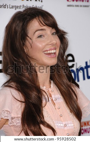 """Actress WHITNEY CUMMINGS at the Los Angeles premiere for """"Employee of the Month"""" at the Grauman's Chinese Theatre, Hollywood. September 19, 2006  Los Angeles, CA  2006 Paul Smith / Featureflash - stock photo"""