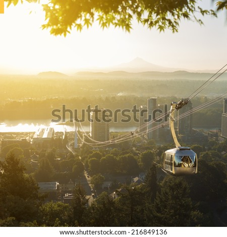Aerial tram in Portland, Oregon transporting people to and from the hilltop where is also Oregon Health and Science University (OHSU) and a beautiful view on mount Hood and mount st. Helens - stock photo