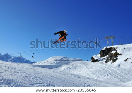 Aeroski: a skier flies backwards during a high jump