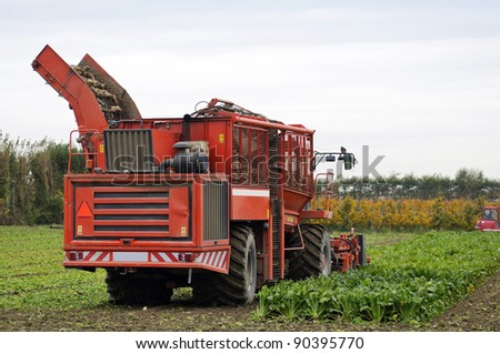 agricultural vehicle for harvesting sugar beets