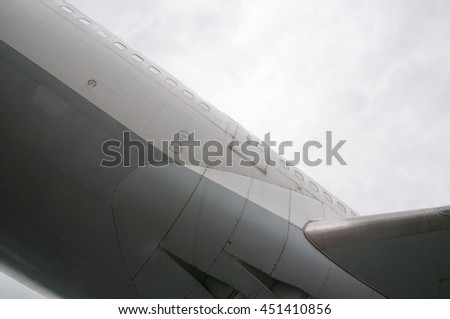 Airliner fuselage component