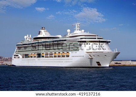 Port or starboard on a cruise ship - Difference between port side and starboard ...