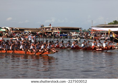 ALLEPPEY, INDIA - AUG 09 : Snake boat teams competing in the most popular Nehru Trophy Boat race held in August 09, 2014 in Alleppey,Kerala, India - stock photo