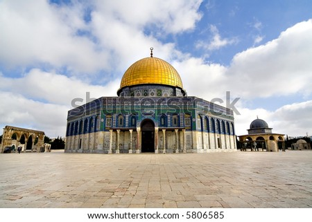 Amazing close view of the Golden Dome Mosque (Jerusalem, Israel)