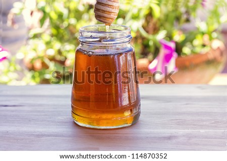 Amazing photo of honey with great colors and light