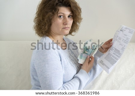 An adult woman with receipts and Russian money