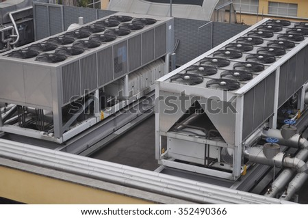 An heating ventilation and air conditioning device with fans on roof top