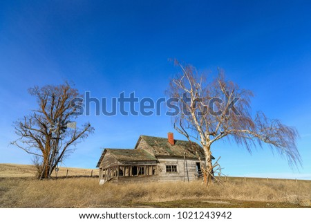 An old abandoned house in the countryside in eastern Washington.