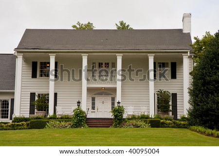 White Colonial House Stock Photos Images Amp Pictures