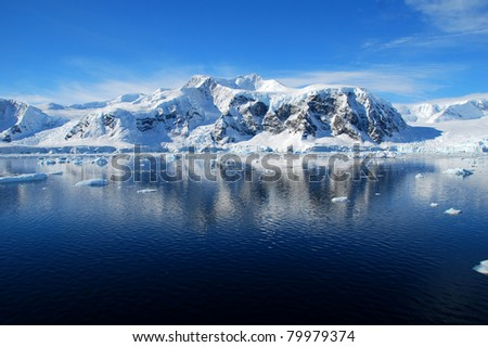 antarctic peninsula reflected in the blue ocean