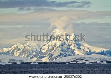 Antarctica - Coastline Of Antarctica With Ice Formations - Beautiful Scenery - Global Warming - Travel Destination / Antarctica - Beautiful Scenery