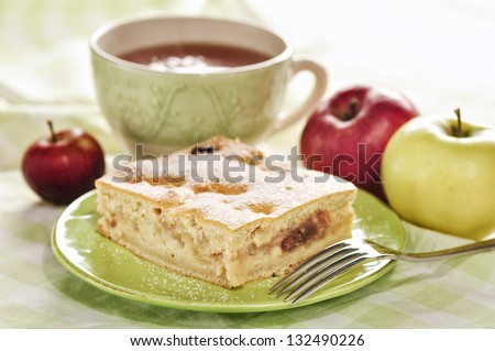 Applepie on a green plate