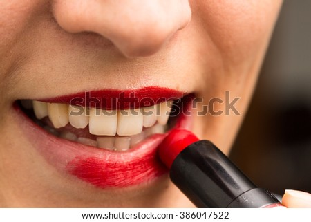Applying ed lipstick