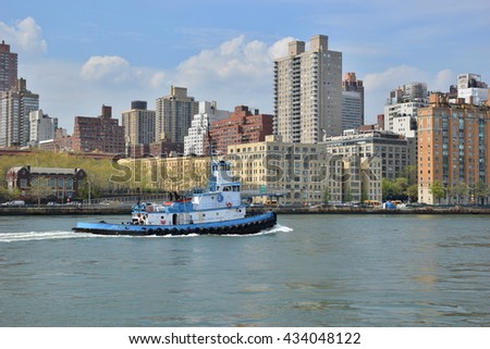 April 21, 2016 - New York City : Tug boat in the East River off Roosevelt Island