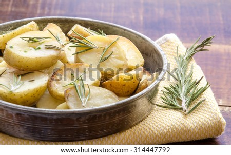 Aromatic herbs Roasted potatoes with rosemary