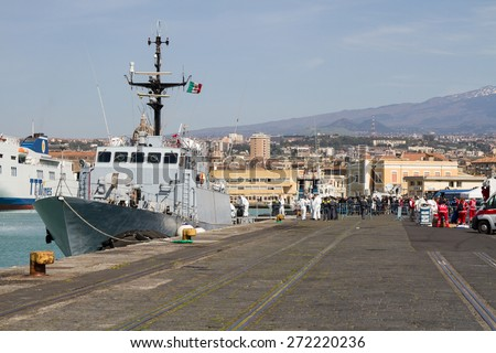 Arrived in the port of Catania on patrol Denaro Finance Guard carrying 220 migrants including 5 women.The immigrants were rescued about forty miles north of Libya.