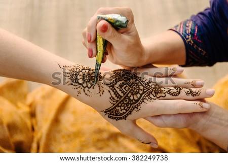 Mehndi Henna Artist Near Me : Pretty floral arabic henna tattoo art tutorial mehndi designs for