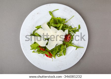 Arugula salad with cherry tomatoes and parmesan