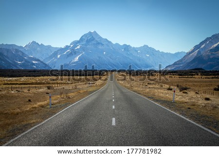 Asphalt road heading to Mount Cook in New Zealand